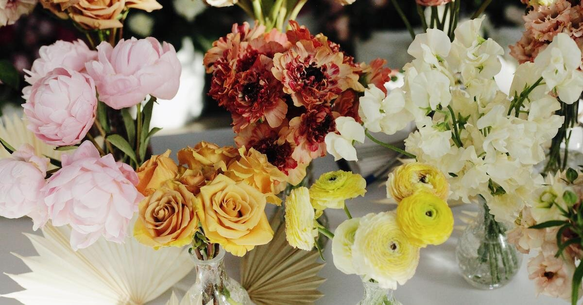 Surprising benefits of hiring flower delivery services